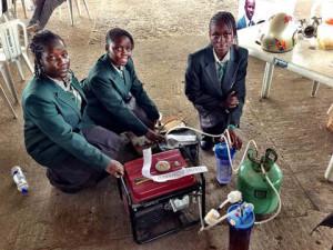 Африканские-школьницы-предлагают-использовать-мочу-в-качестве-топлива